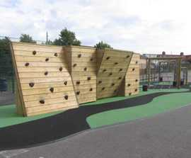 Bouldering wall for playgrounds