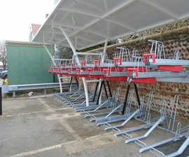 CapaCITY two-tier bike rack with gas-assisted lifting