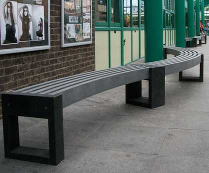 Canvas 30 Degree - recycled plastic curved bench