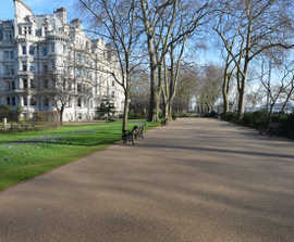 Permeable resin bound surfacing - Middle Temple Gardens
