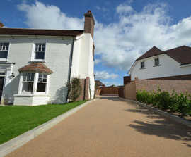 Resin bound surface meets SuDS drainage needs for homes