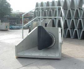 Concrete headwalls with Tideflex valves