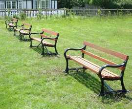 Avenue cast iron seat with hardwood slats