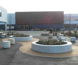 Lincoln curved bench planters