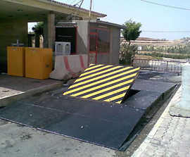 RB980CR Sabre surface-mount high-security road blocker
