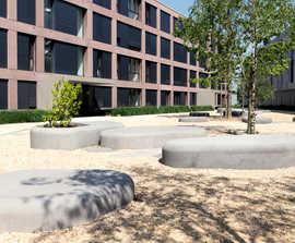 Nuton L concrete bench