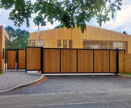 LoTracker cantilevered sliding security gates