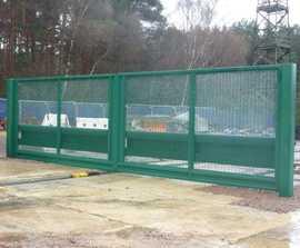 Broughton 935 crash tested hinged gate