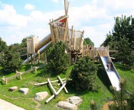 Inclusive multi-play unit creates adventurous playground