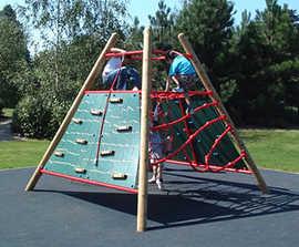 Pyramid challenging climbing unit